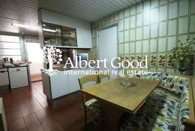 Spacious apartment in Sant Gervasi district of Barcelona